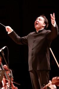 Sangiorgi volta à Curitiba em grande estreia