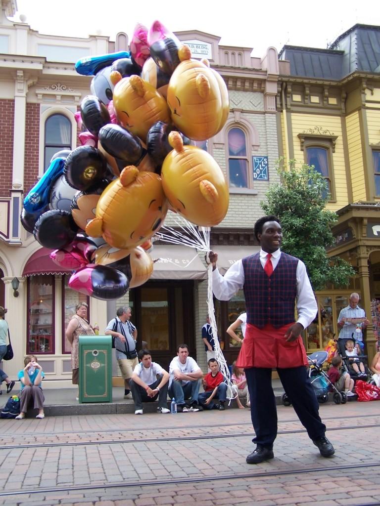 balloon-salesman-1241473-1279x1705